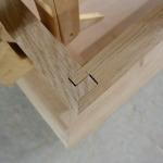 Etwas Maschinenarbeit ! Eine Eckverbindung mit der Formatkreissäge geschnitten. Gut zu verleimen und eine dichte Gehrung sind klare Stärken.